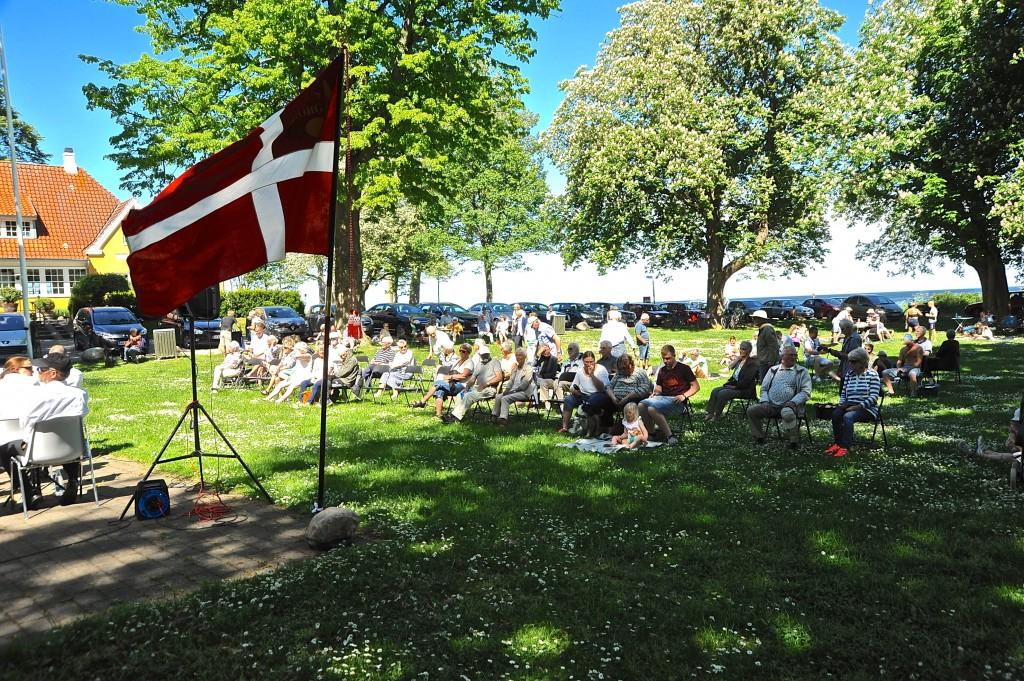 Publikum samles til koncert.  Foto: Aksel Andersen